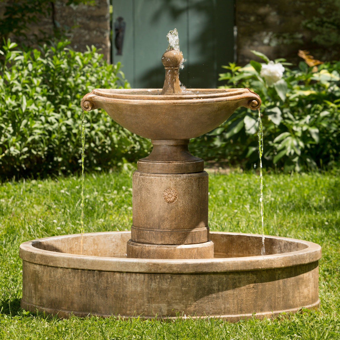 Borghese in Basin Outdoor Fountain - SoothingWalls