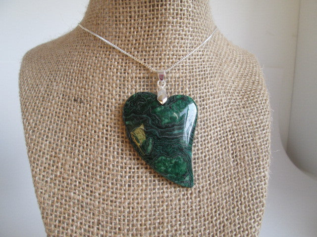 Stunning Heart Shaped Green Jasper Stone With Woodgrain Design Pendant - SpuzzosDeals