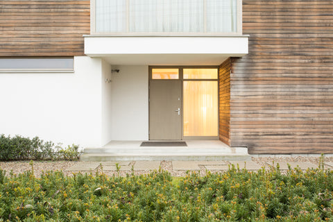 How to choose the right door color