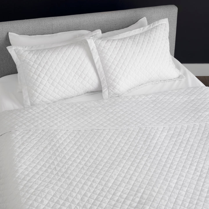 Wonderful Lux Diamond Quilted Blanket