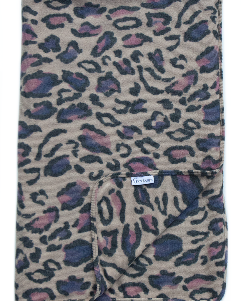 snow leopard throw / mauve