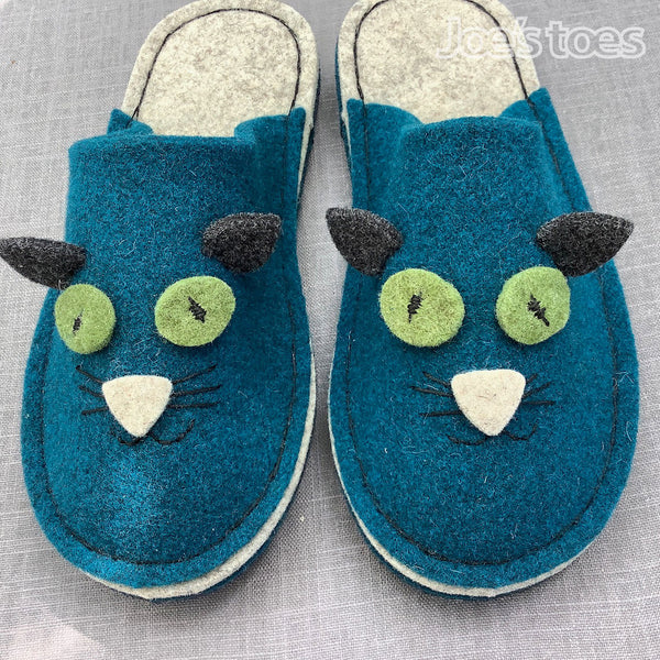 teal kitty slipper face by Joe's Toes