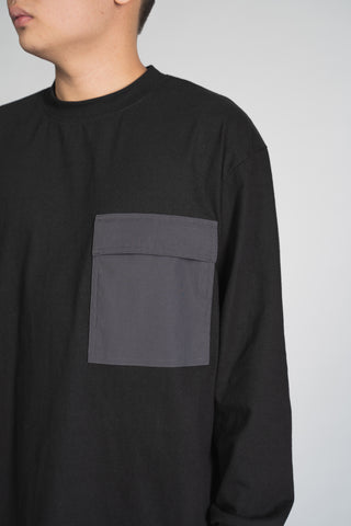 CREWNECK W/ POCKET - BLACK