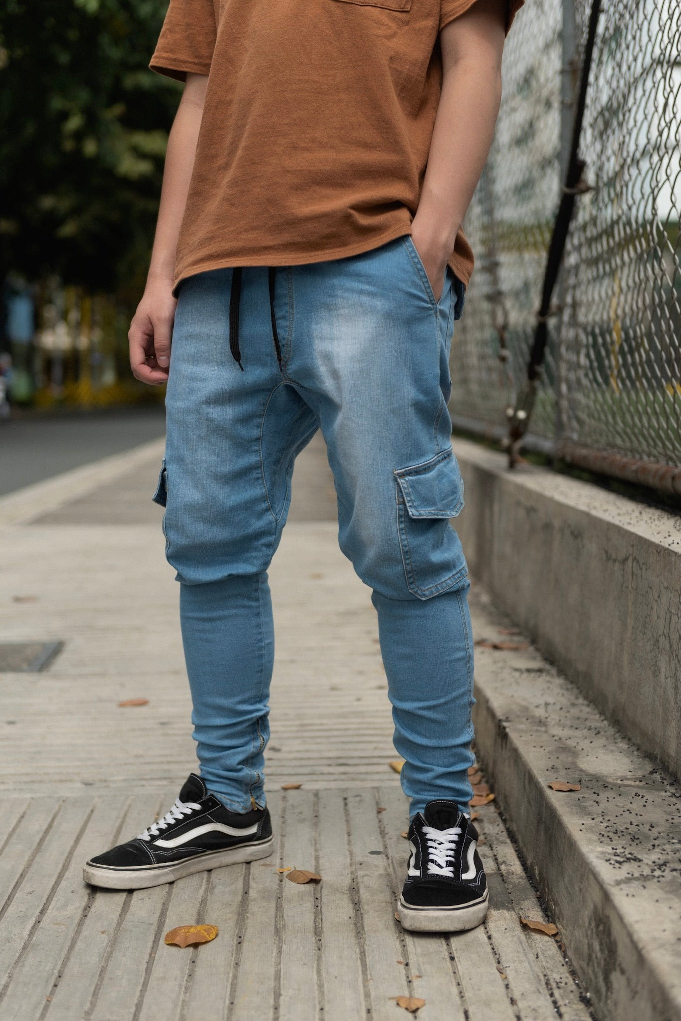 STONE WASHED CARGO PANTS WITH ZIP