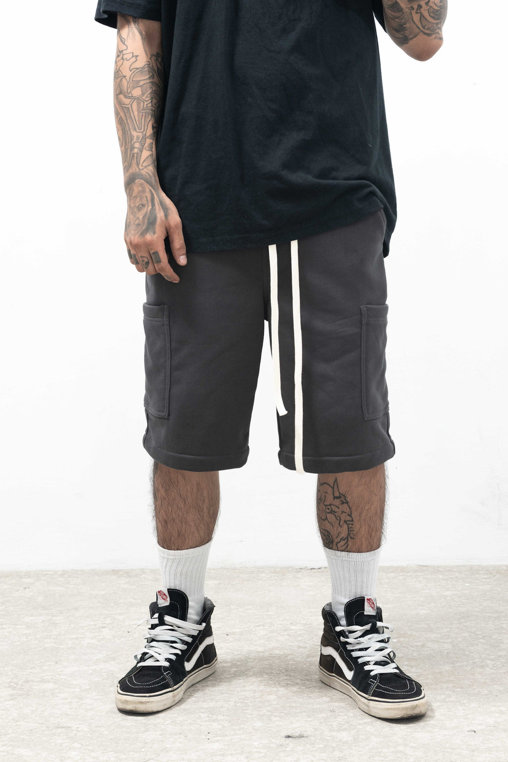 ESSENTIAL SHORT - DARK CHARCOAL