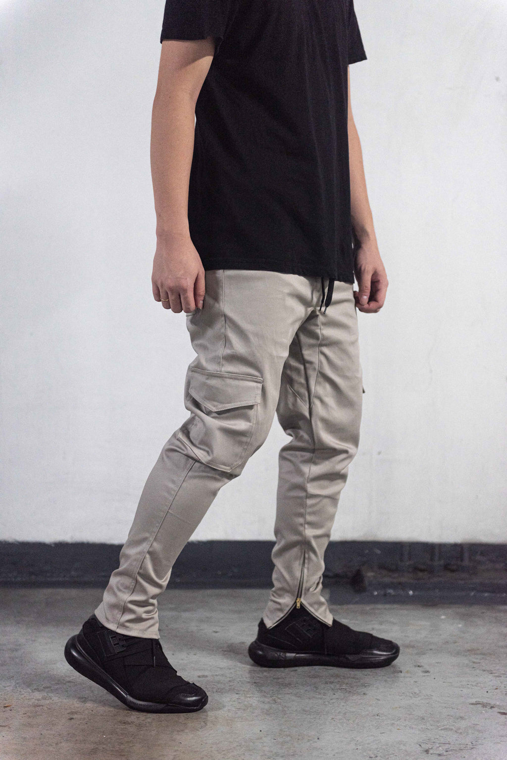 *LIMITED EDITION* CARGO PANTS WITH ZIP - LIGHT GRAY