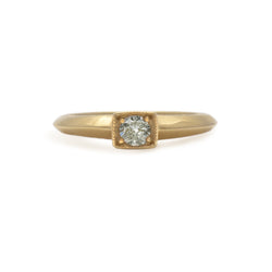 ROUND BRIGHT-CUT DIAMOND SOLITAIRE PETITE GOLD RING