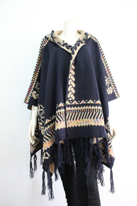 Hooded pancho with edging motify