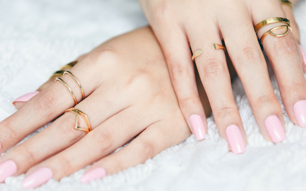 A TRENDING MUST TRY: THE WATERLESS MANICURE