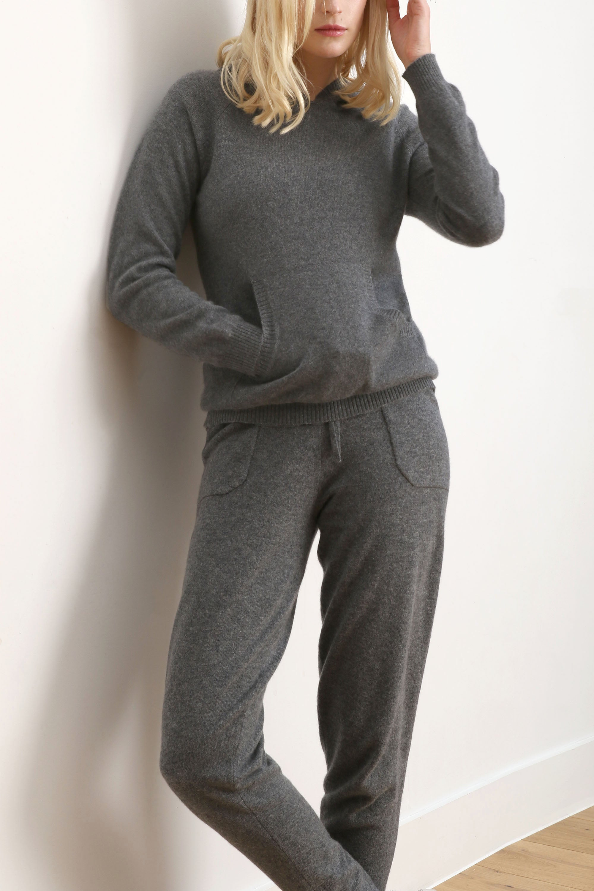 Tracksuit top jogger sweater loungewear hoodie in mid grey | SEMON Cashmere