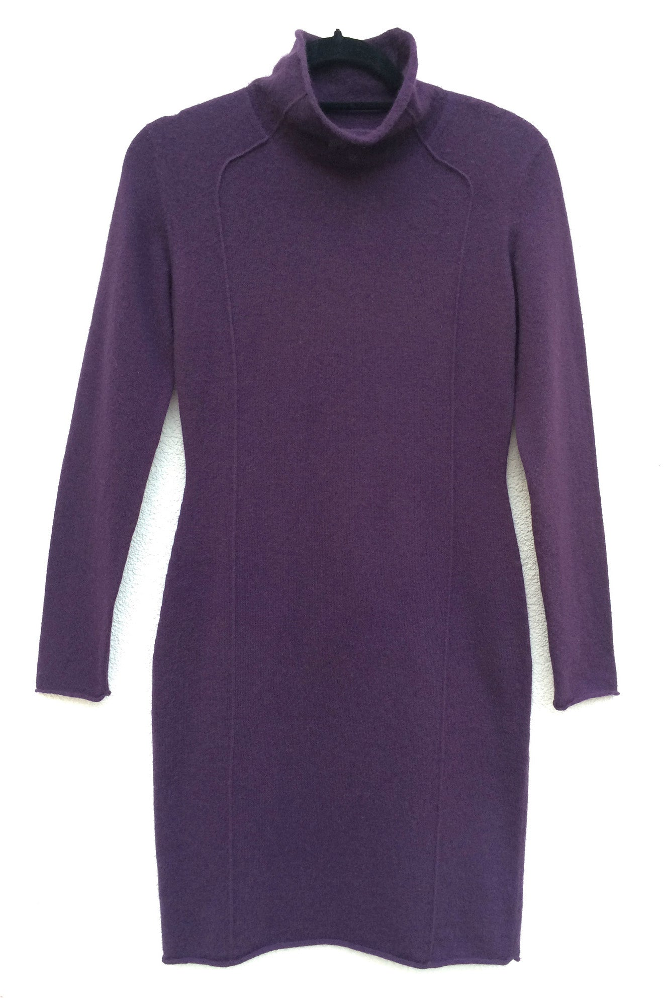 High neck fitted Cashmere knitted dress in aubergine plum purple | SEMON Cashmere