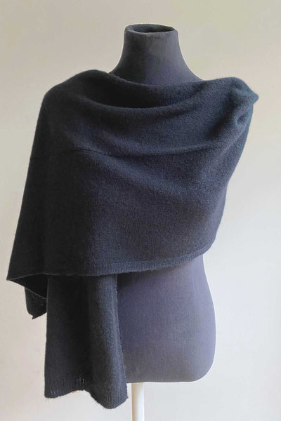 Womens 100% pure cashmere Bundle offer for hat scarf & gloves in black | SEMON Cashmere