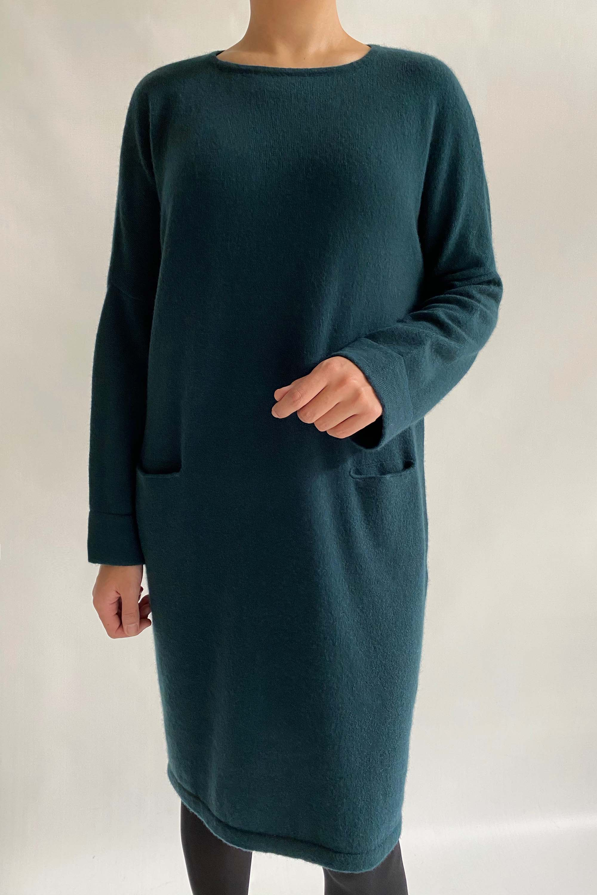 Cashmere drop shoulder knitted dress in bottle green