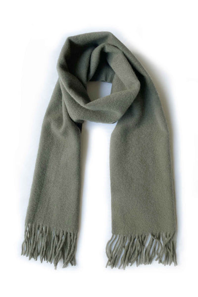 Unisex cashmere scarf with fringes in khaki green