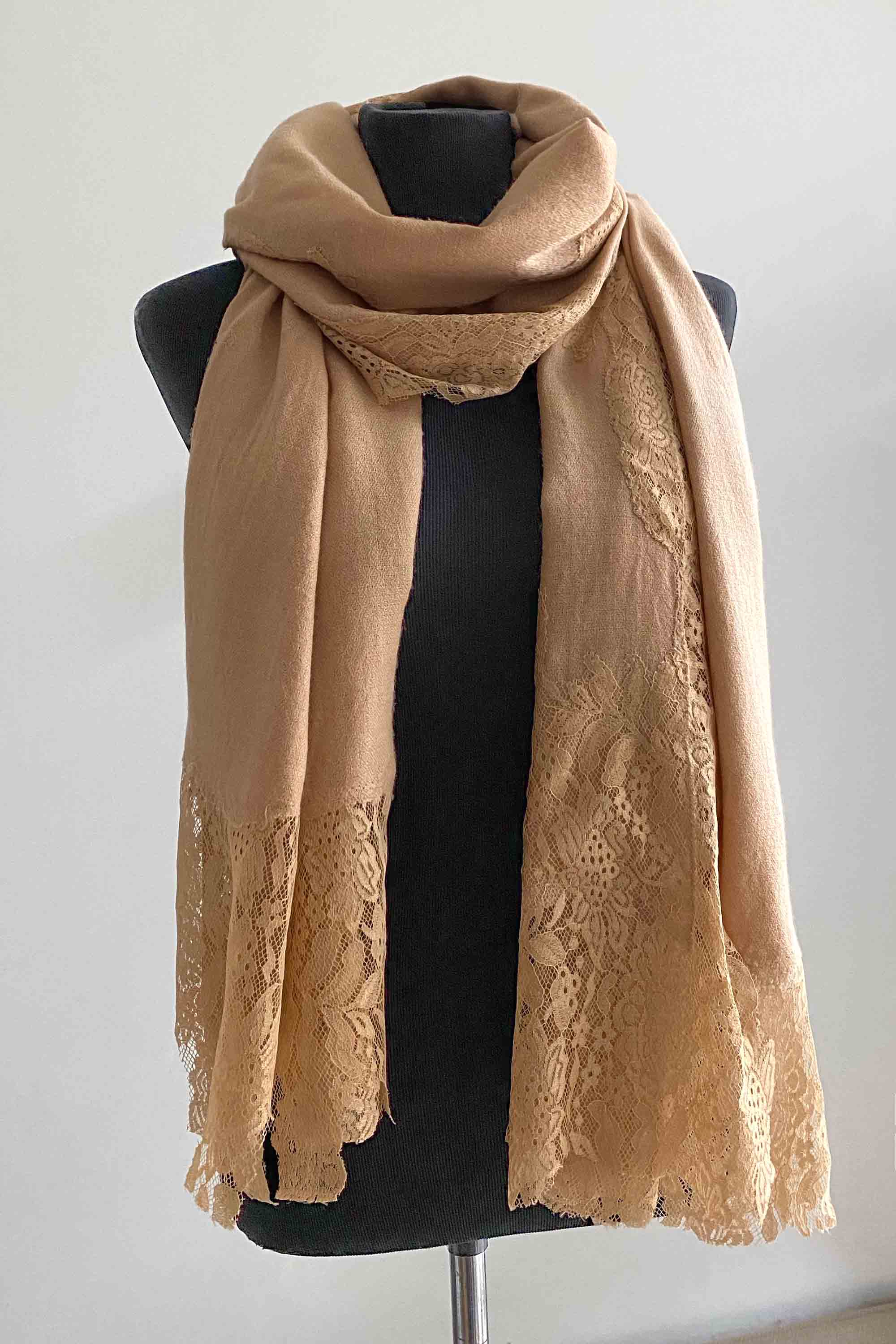 Cashmere pashmina shawl with laces in camel beige