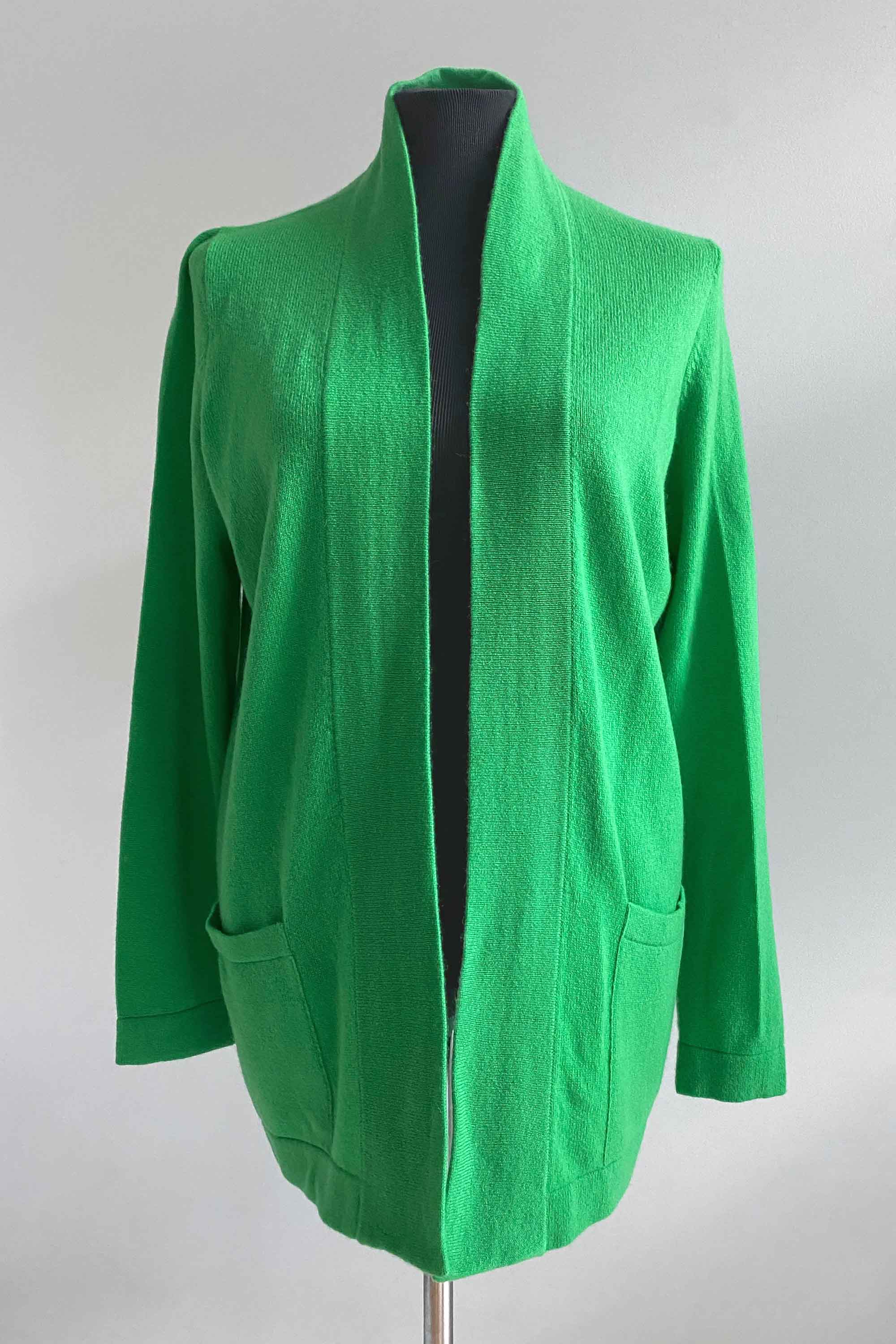 Boxy cashmere cardigan with pockets in spring green