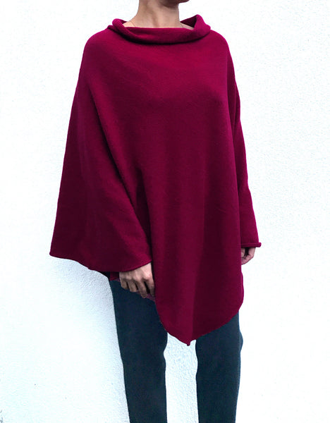 Sleeveless Cashmere Poncho in Cherry red