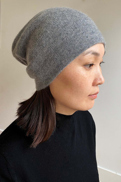 Womens cashmere beanie hat in mid grey