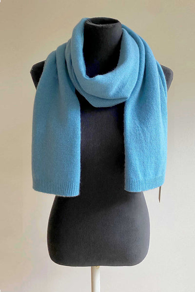Knitted unisex pure cashmere scarf in sky blue | SEMON Cashmere