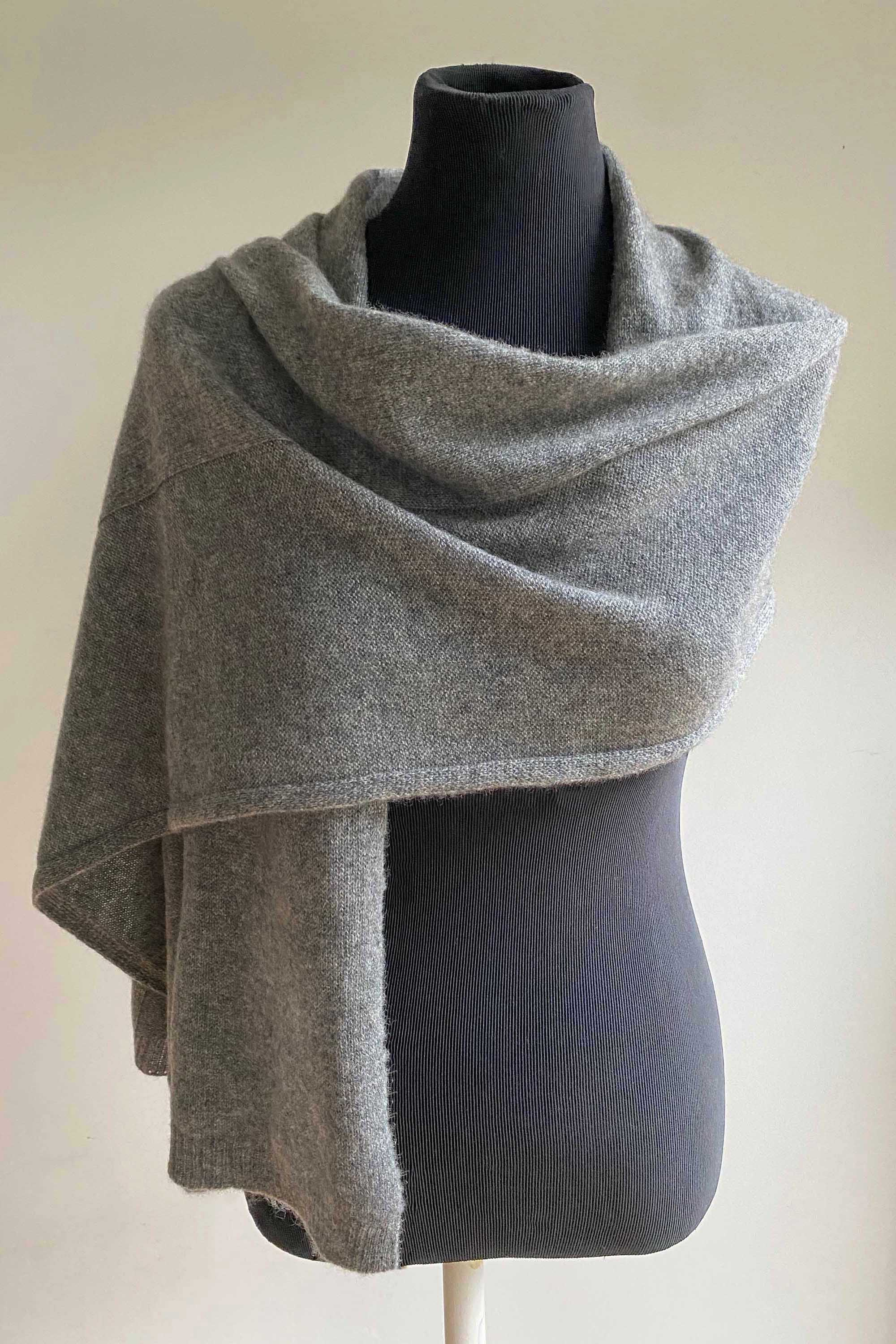 Bundle offer for women's cashmere hat, scarf and gloves in mid grey