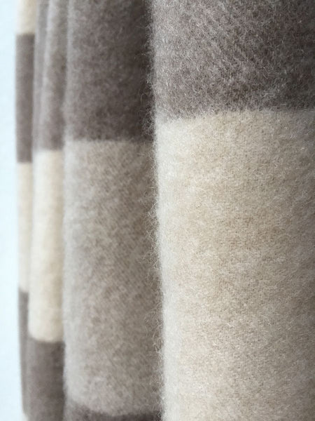 Large cashmere blanket in Beige & stone check 200x180cm
