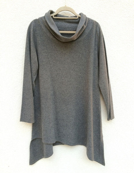 Triangle bottom cashmere tunic in Mid grey