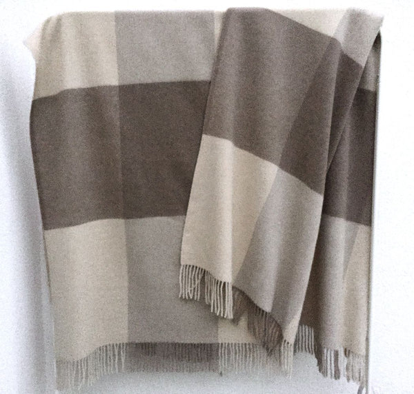 Cashmere blanket in Beige & stone check 200x145cm