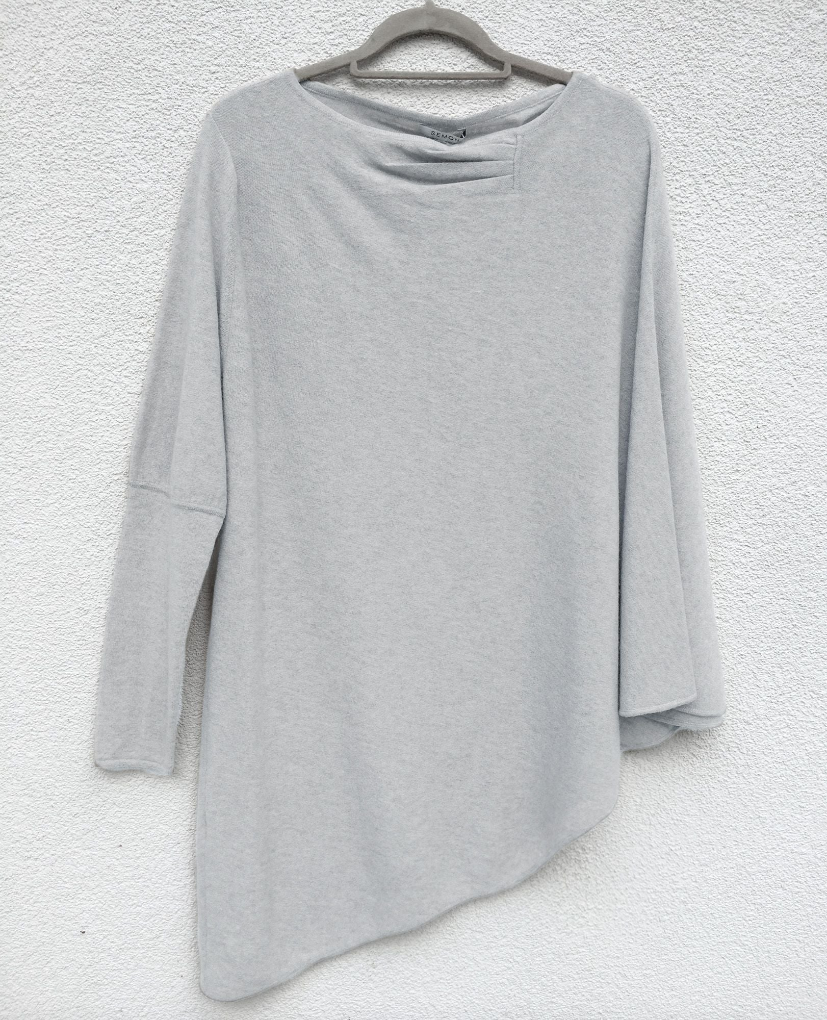 One sleeve cashmere poncho in Lightest grey