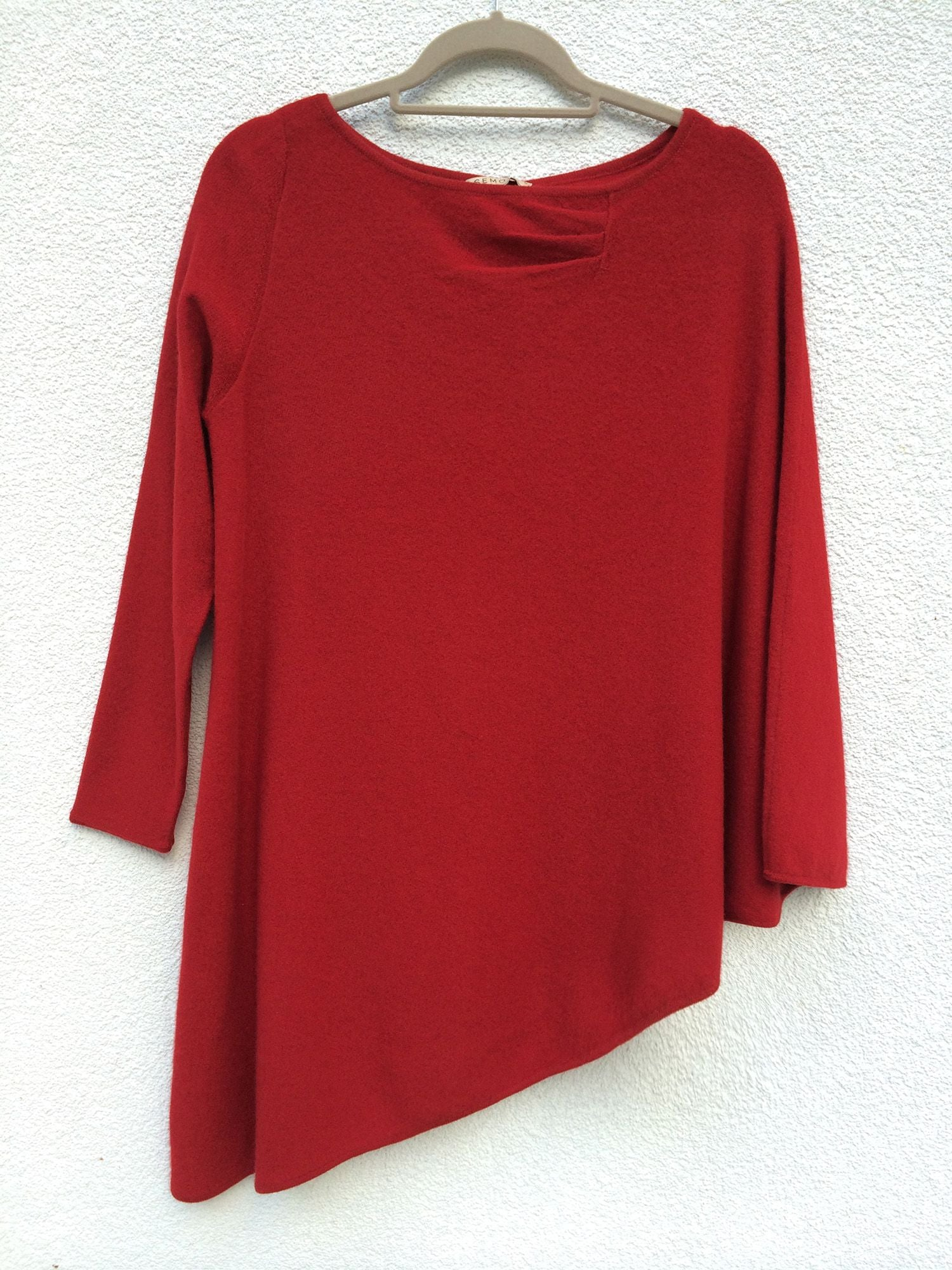One sleeve cashmere poncho in Red
