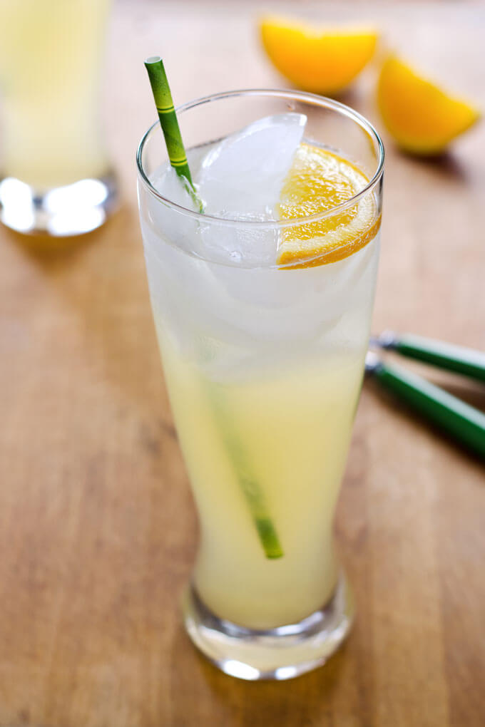 Fresh Lemonade with Honey