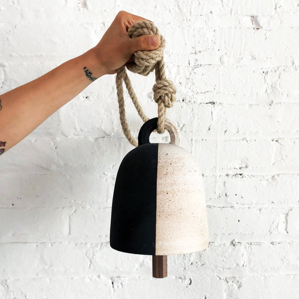 Thrown Bell Round: Black & White