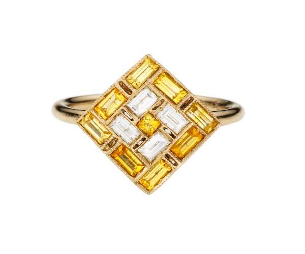 Ring in 18k white gold set with white diamonds and yellow sapphires