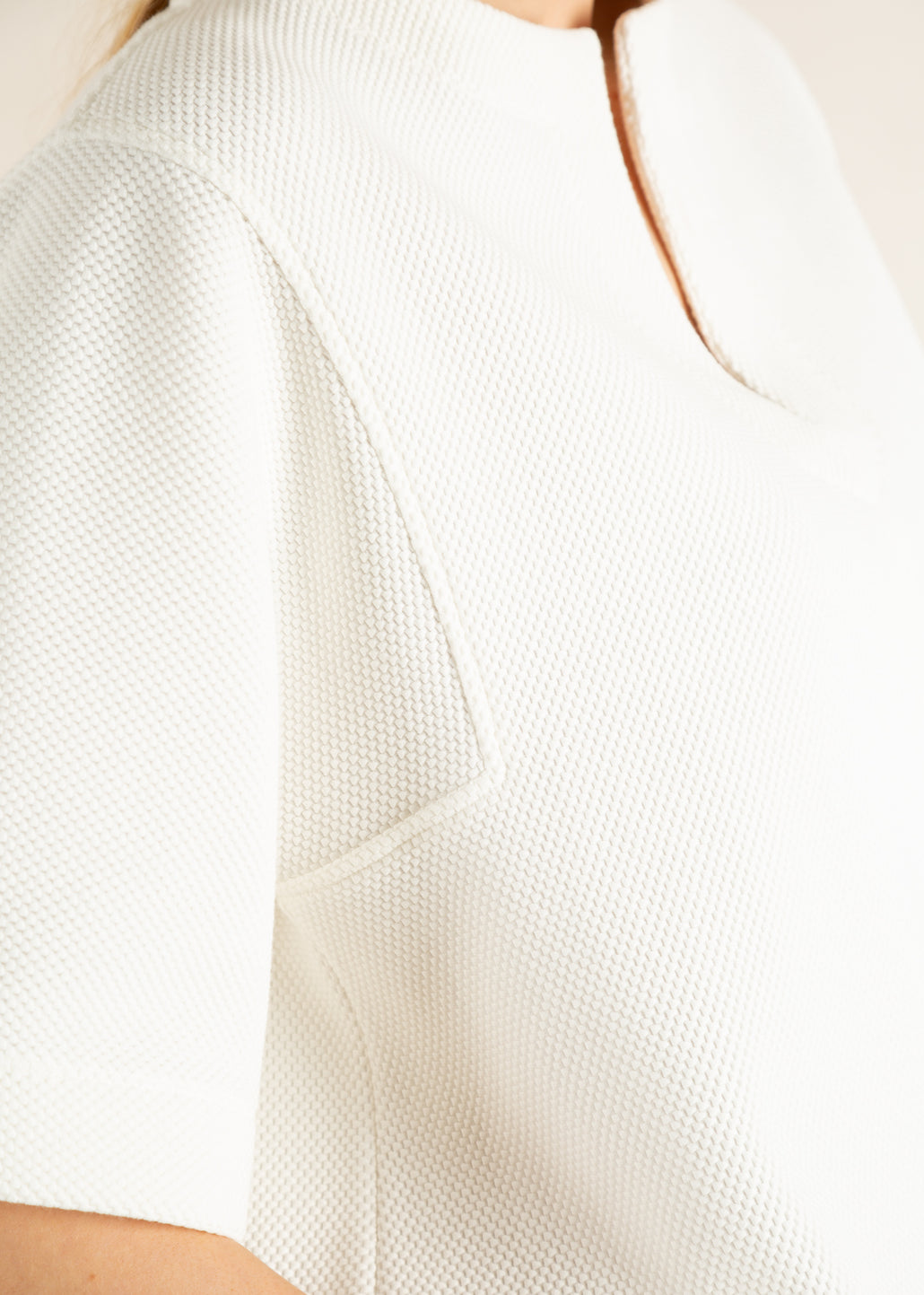 detail witte struc sweater