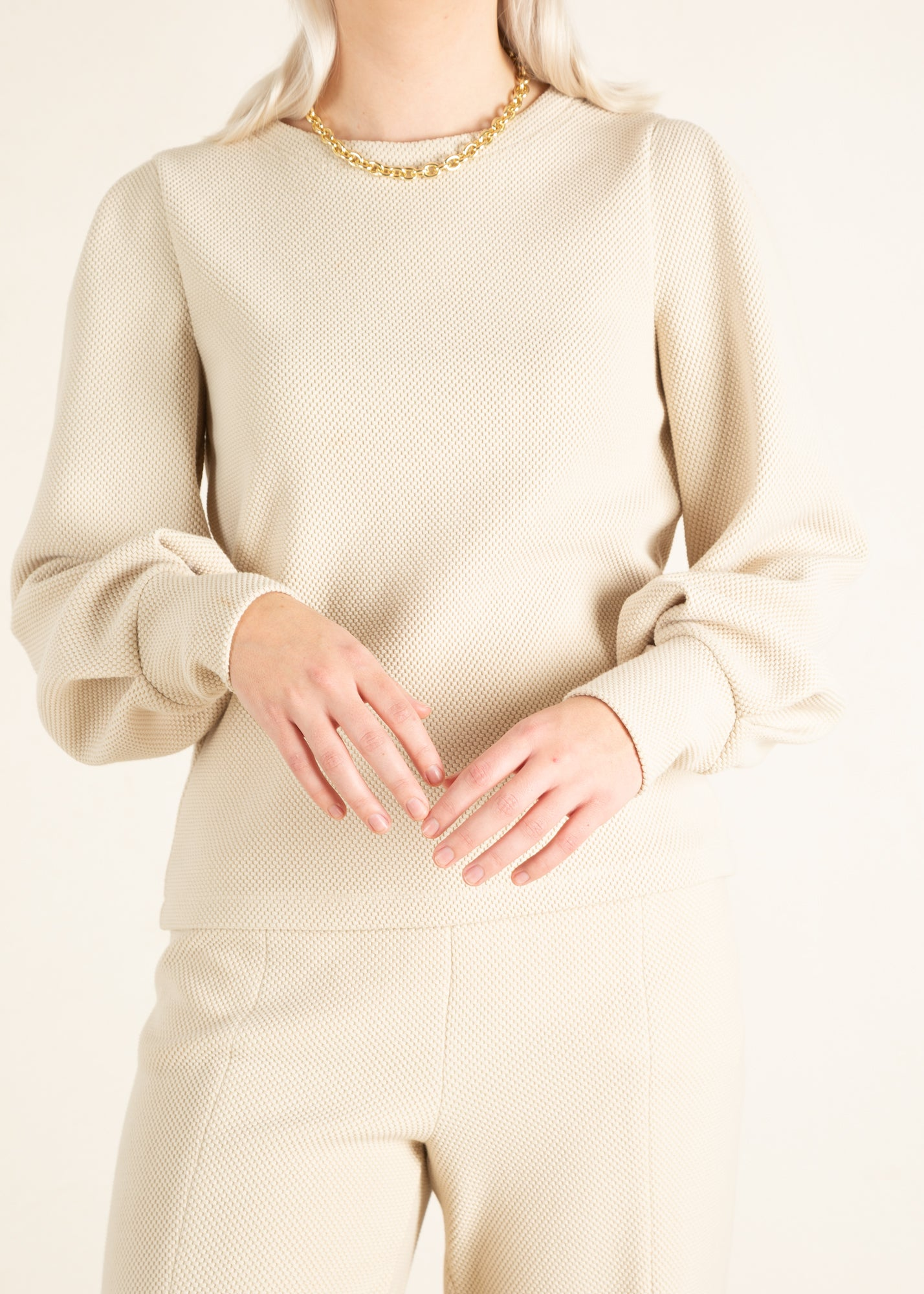 Dames sweater in beige tint en pofmouwen