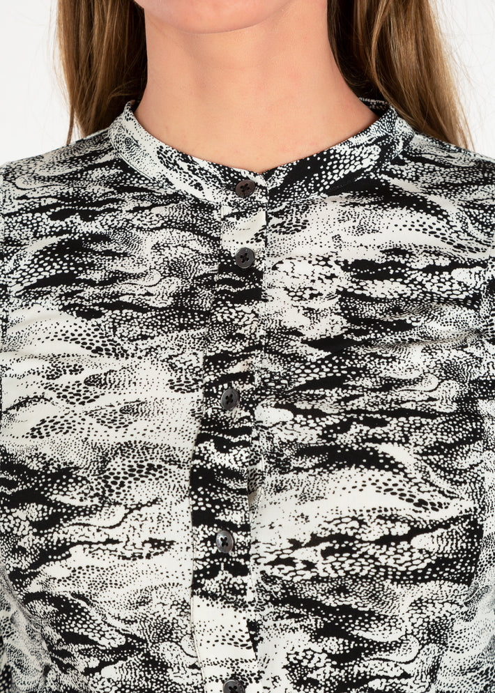 Tricot blouse in two-tone print