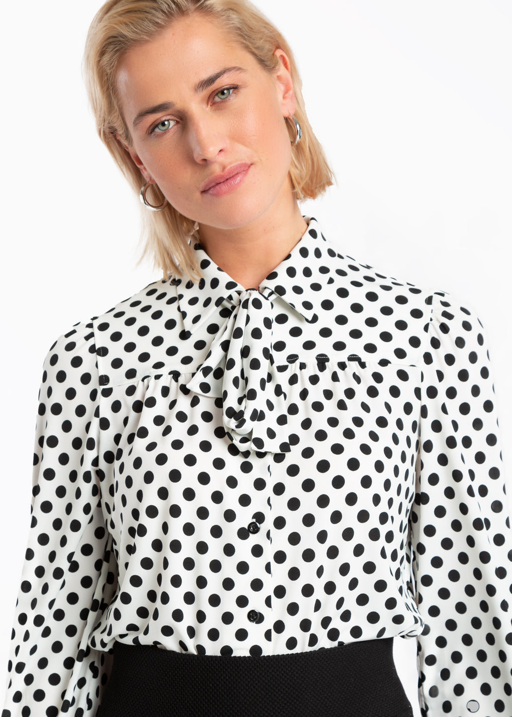 strikblouse met stippenprint