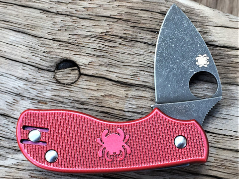 Oakedge Custom Collection Spyderco Squeak Gun Kote Red Finished Scales Acid / Stone Washed - Oakedge Knives