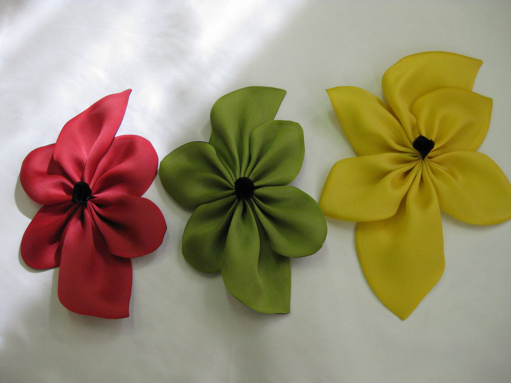 Flower pin minamann may red green yellow silk flower pin with fabric center may be worn on mightylinksfo