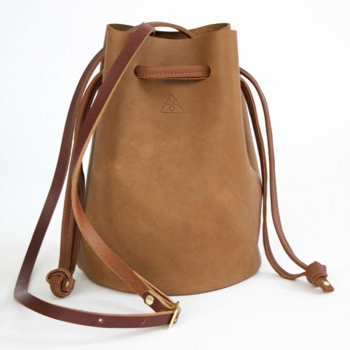 Handmade leather bucket bag by Neva Opet