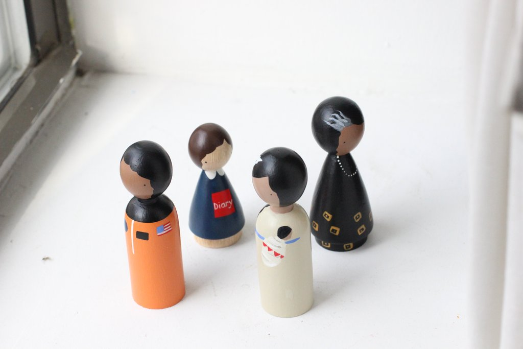 Handmade, classic wooden peg dolls hand-painted with USA-made non-toxic water-based paints. These dolls are hand-chiseled from sustainably-harvested, Urapan wood in Bogota, Colombia.The Trailblazers set includes artistic representations of Bessie Coleman, Anne Frank, Sacagawea, and Maya Angelou.