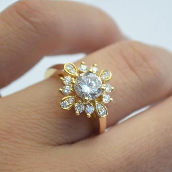 Yellow Alternating Halo with Diamonds