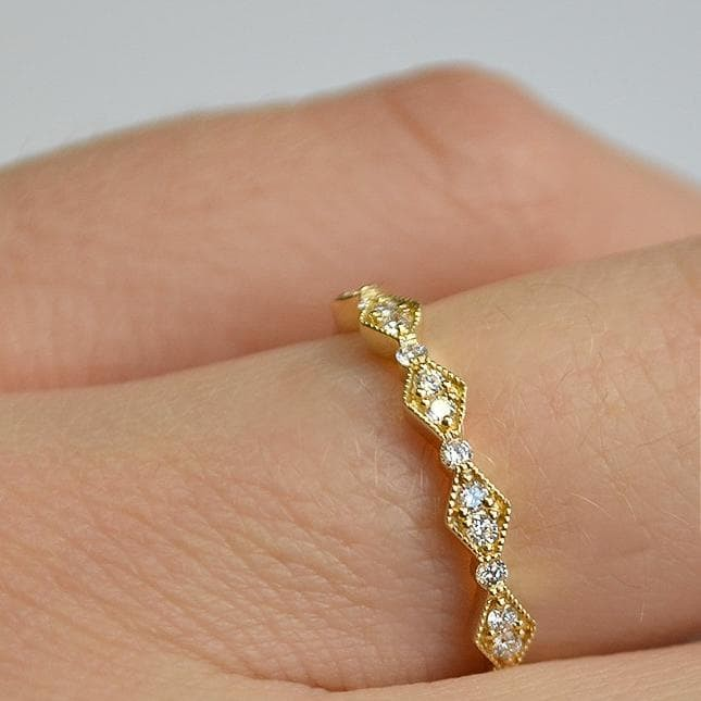 Yellow Delicate Kite & Round Alternating Milgrain Diamond Band