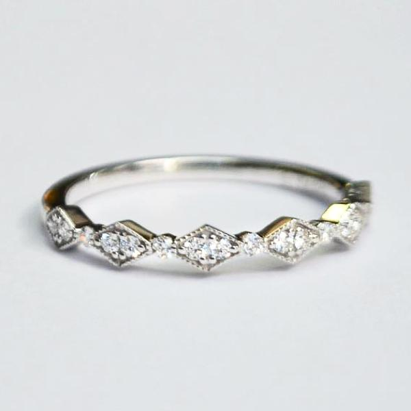 White Delicate Kite & Round Alternating Milgrain Diamond Band