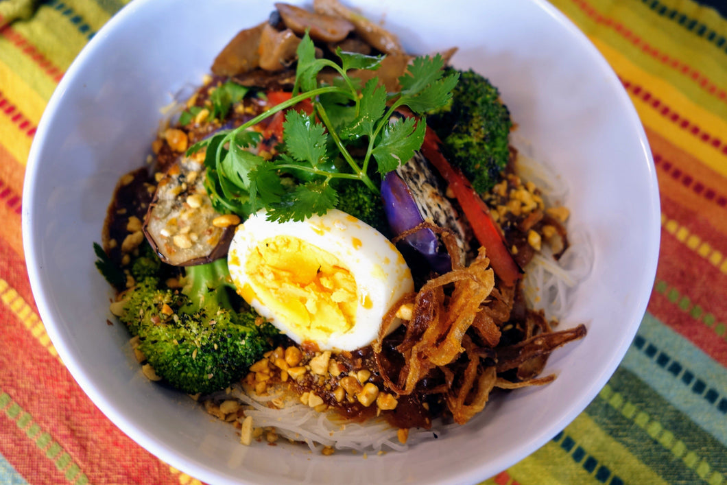 Pancit Palabok (Red Curry Vegetable Noodles)