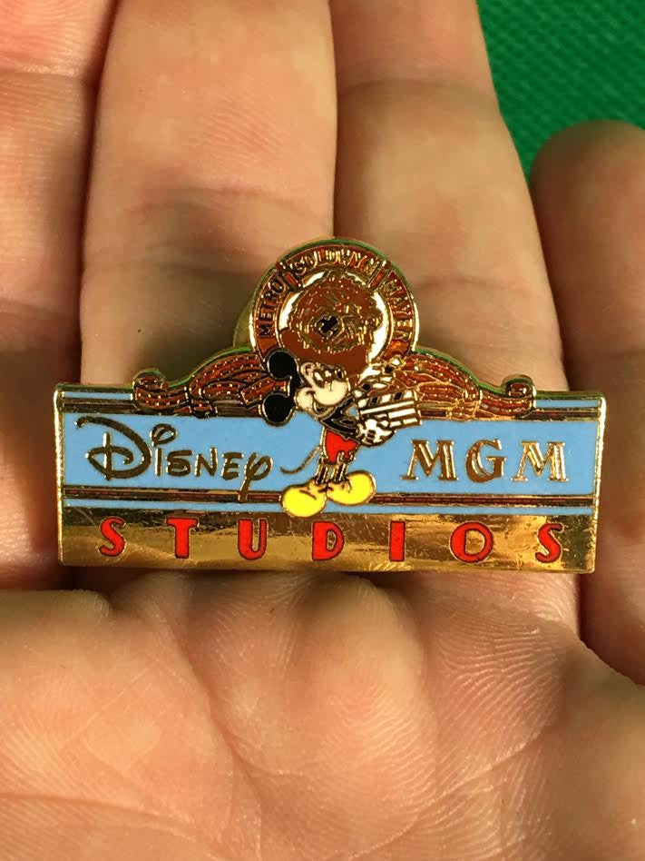 WALT DISNEY -- MGM STUDIOS MICKEY MOUSE WITH LION TRADING PIN 4386