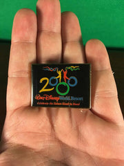 WALT DISNEY -- CELEBRATING THE FUTURE HAND IN HAND WALT DISNEY WORLD YEAR 2000 TRADING PIN 1
