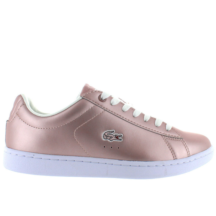 5811afb9610a38 ... Lacoste Carnaby EVO - Light Pink Metallic Leather Lace Sneaker ...