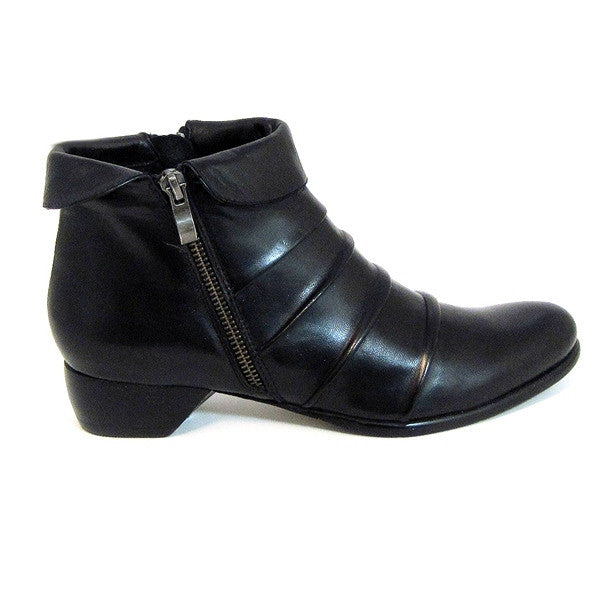 Everybody Falla - Black Ankle Bootie
