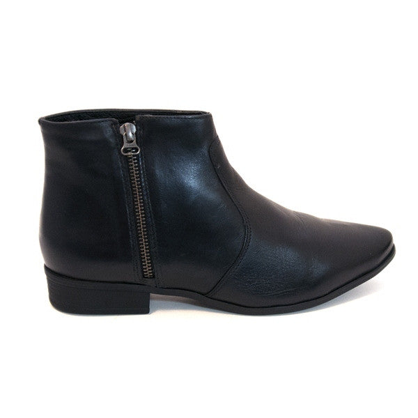 Chelsea Crew Jupiter - Black Short Side-Zip Flat Boot