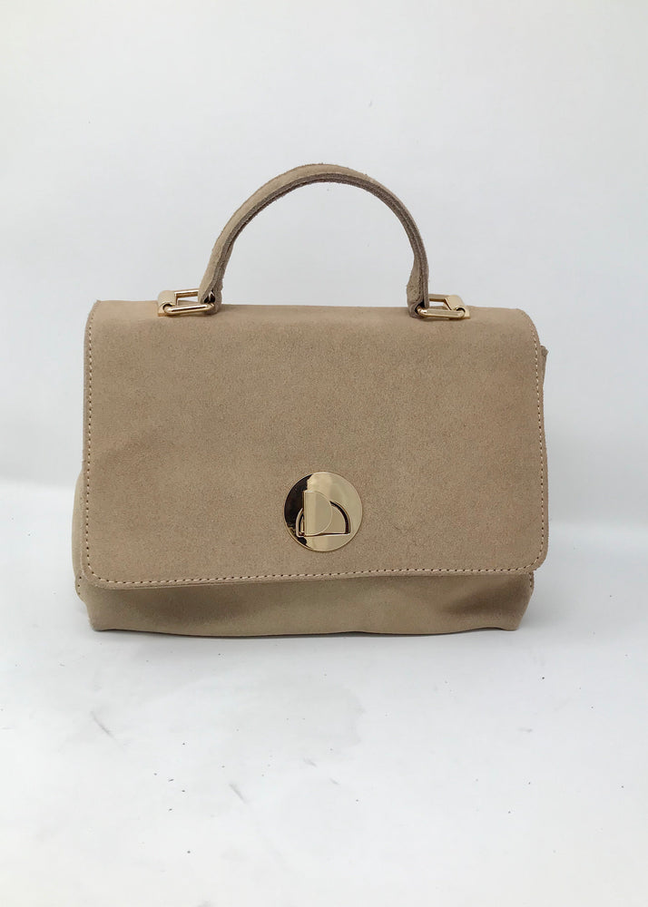 Natural handbag with handle on the top, flap closure with metal hardware, an inside zipper closure
